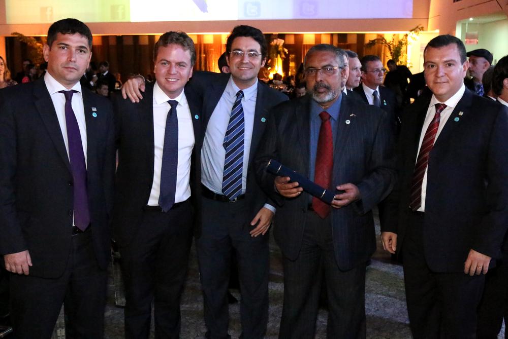 Presidente da Assecor, Márcio Gimene, Diretor da AACE, Matheus Silva, Diretor Jurídico da ANESP, Alex Canuto, Senador Paulo Paim e Presidente da ANESP, João Aurélio