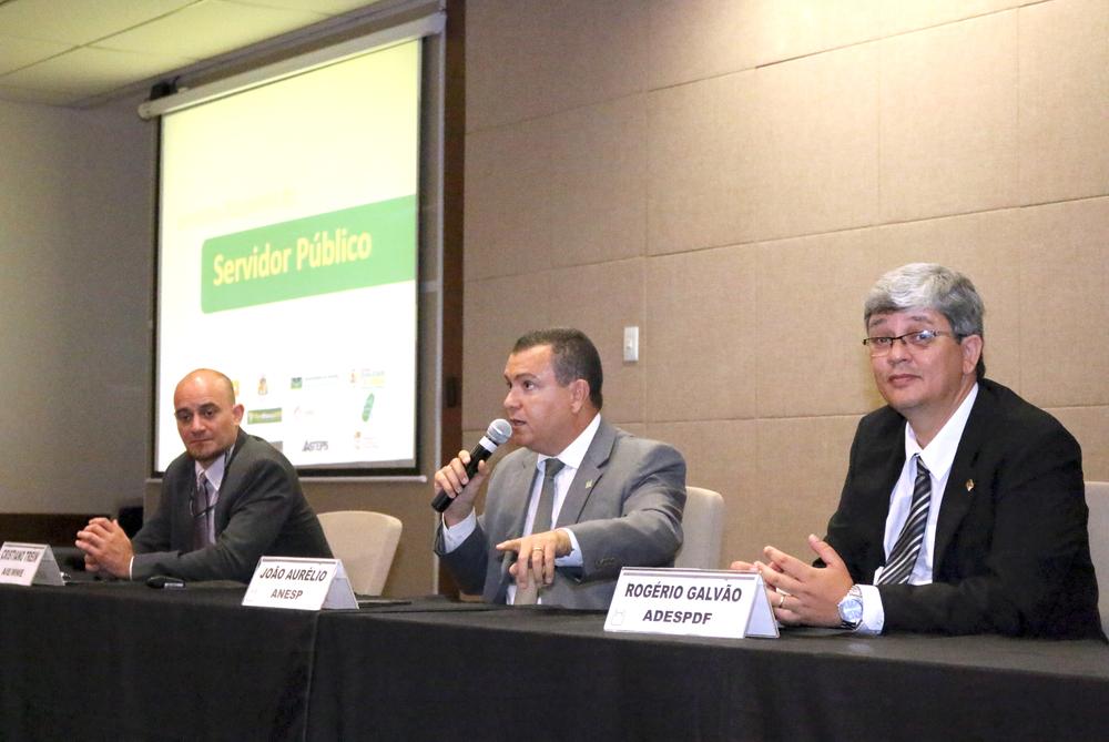 Presidente João Aurélio durante debate