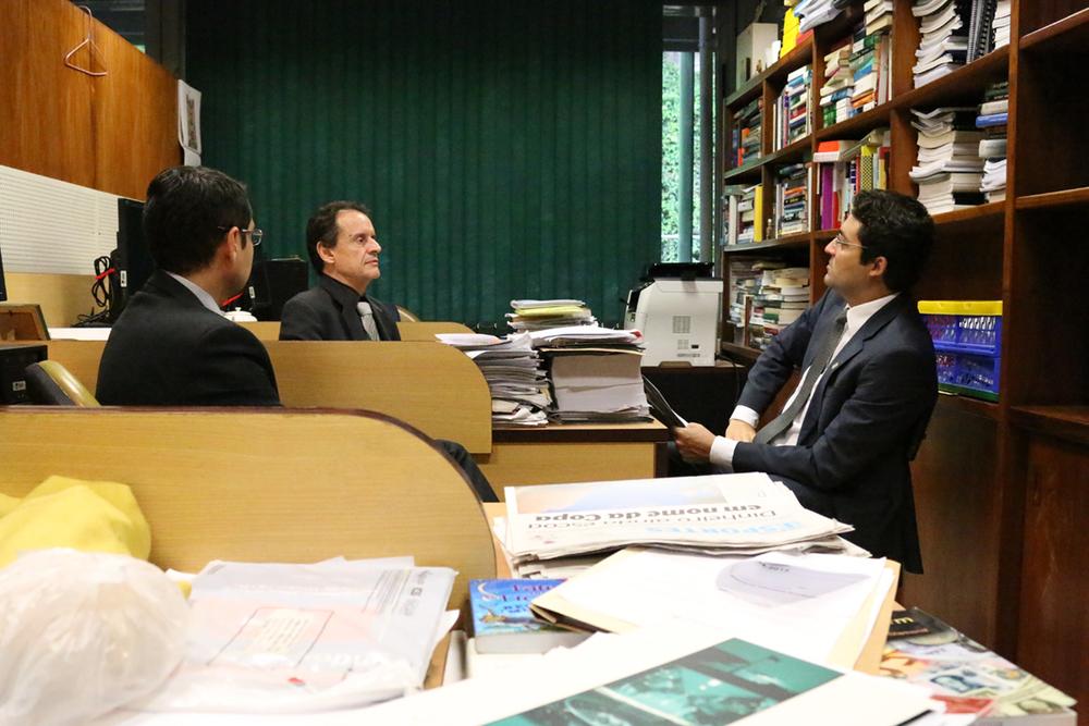 Diretor Jurídico da ANESP, Alex Canuto, acompanhado da Assessoria Parlamentar em conversa com consultor legislativo da Câmara