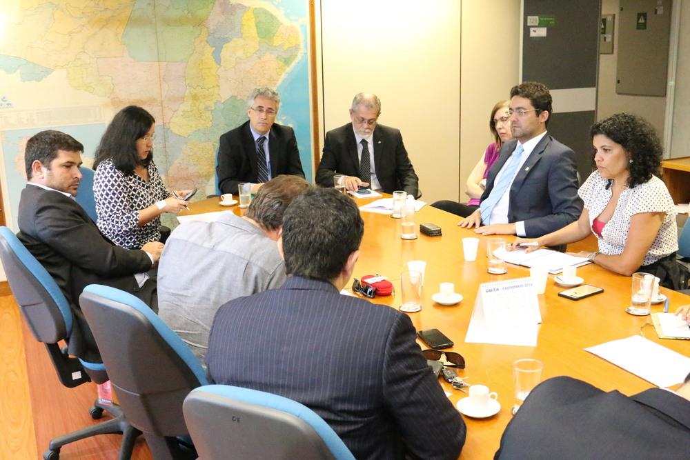 Alex Canuto e demais representantes das entidades do Ciclo de Gestão em reunião com a equipe da SRT. Foto: Filipe Calmon / ANESP