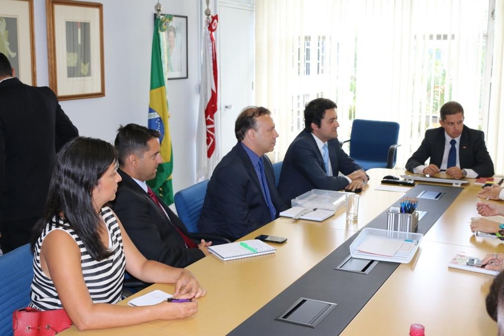 Ana Mesquita, Pedro Cavalcante, Paulo Paiva e Alex Canuto, da Diretoria da ANESP, e o Presidente da Enap, Gleisson Rubin