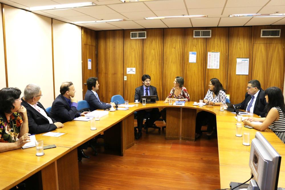 Da esquerda: Nina Gonçalves, César Augusto, Paulo Paiva e Alex Canuto (Diretores da ANESP);Antonio Ignácio, Patricia Audi, Patrícia Costa e Tito Fróes (dirigentes da Seges); e Ana Mesquita (Vice-Presidente da ANESP)