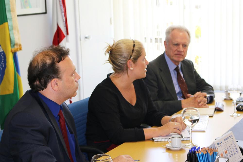 Paulo Paiva (ANESP) e os representantes da Universidade Columbia, Maria Luiza Paranhos e Thomas Trebat