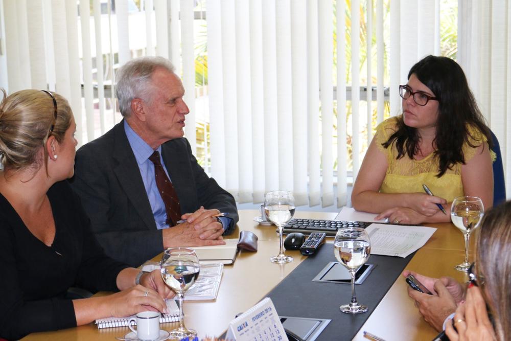 Thomas Trebat (Columbia Global Center Latin America) conversa com Aline Soares (Chefe de Gabinete da Presidência da Enap)