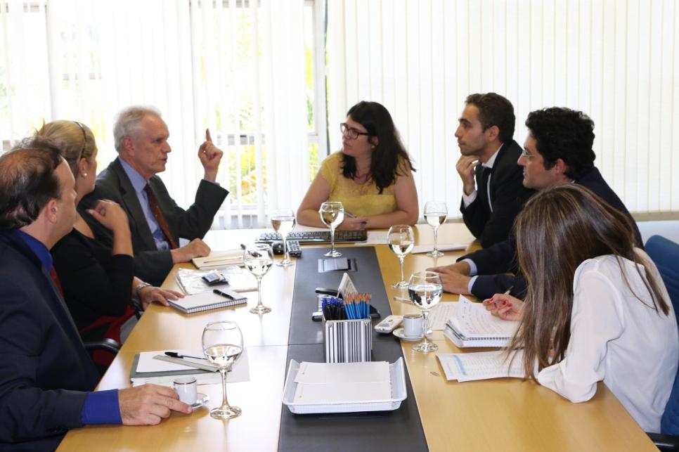 A partir da esquerda: Paulo Paiva, Maria Luiza Paranhos, Thomas Trebat, Aline Soares, Matheus Azevedo, Alex Canuto e Cecília Lariú
