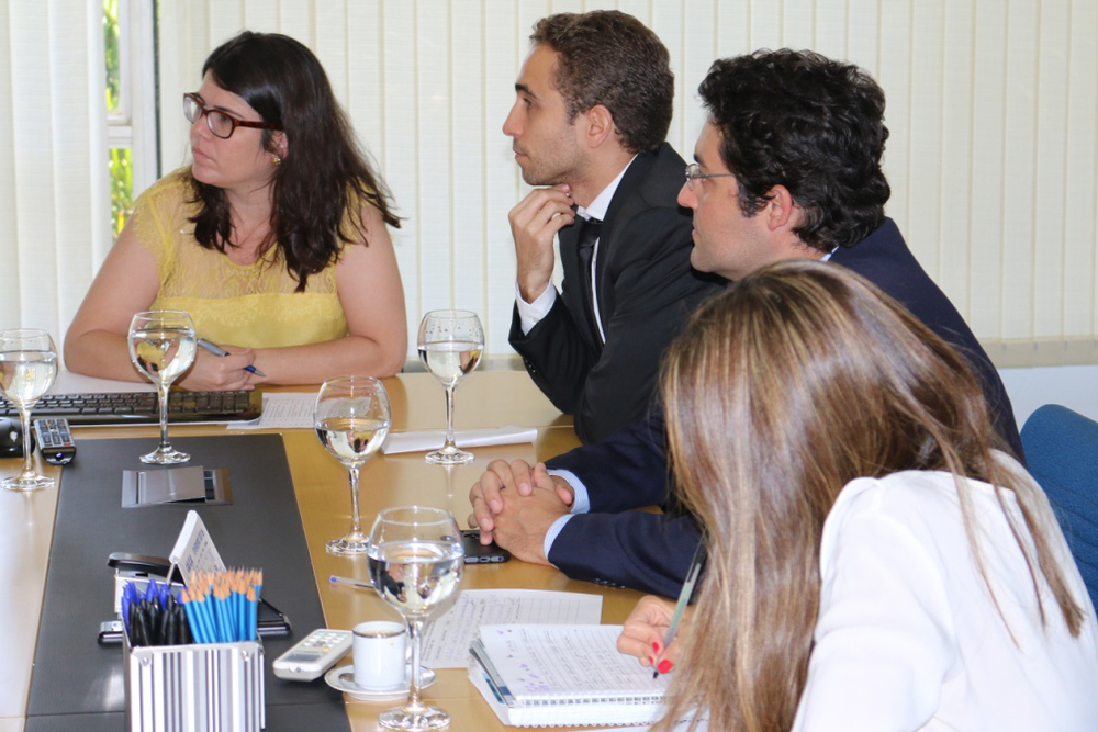 No detalhe, Aline Soares (Enap), Matheus Azevedo (ANESP) e Alex Canuto (ANESP)