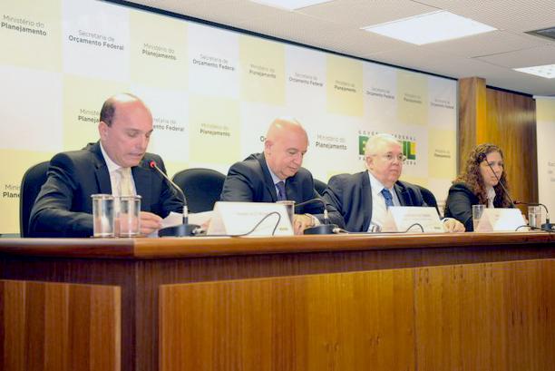 Francisco Franco, o Ministro Valdir Simão, o Secretário Francisco Gaetani e a ex-Secretária da SOF, Esther Dweck. Foto: Clésio Rocha/ MP
