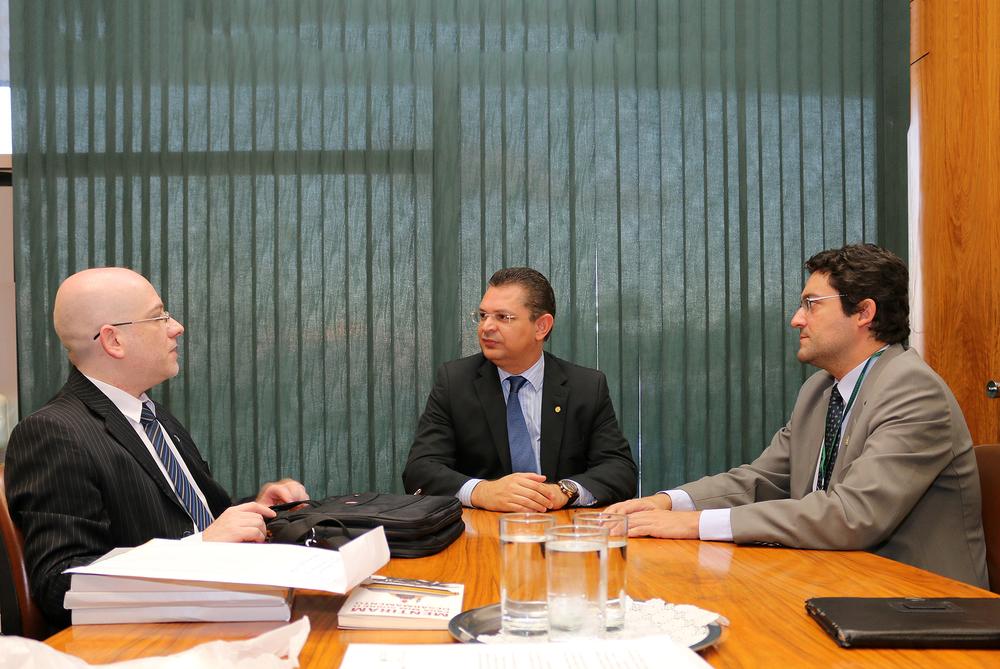 Diretor Vinícius Barile, Deputado Sóstenes Cavalcante e Alex Canuto.