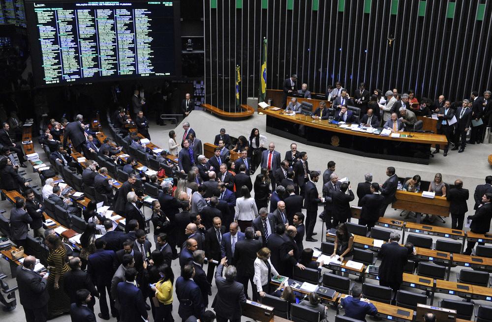 Plenário em atividade na madrugada desta quinta-feira. Foto:Luis Macedo / Câmara dos Deputados