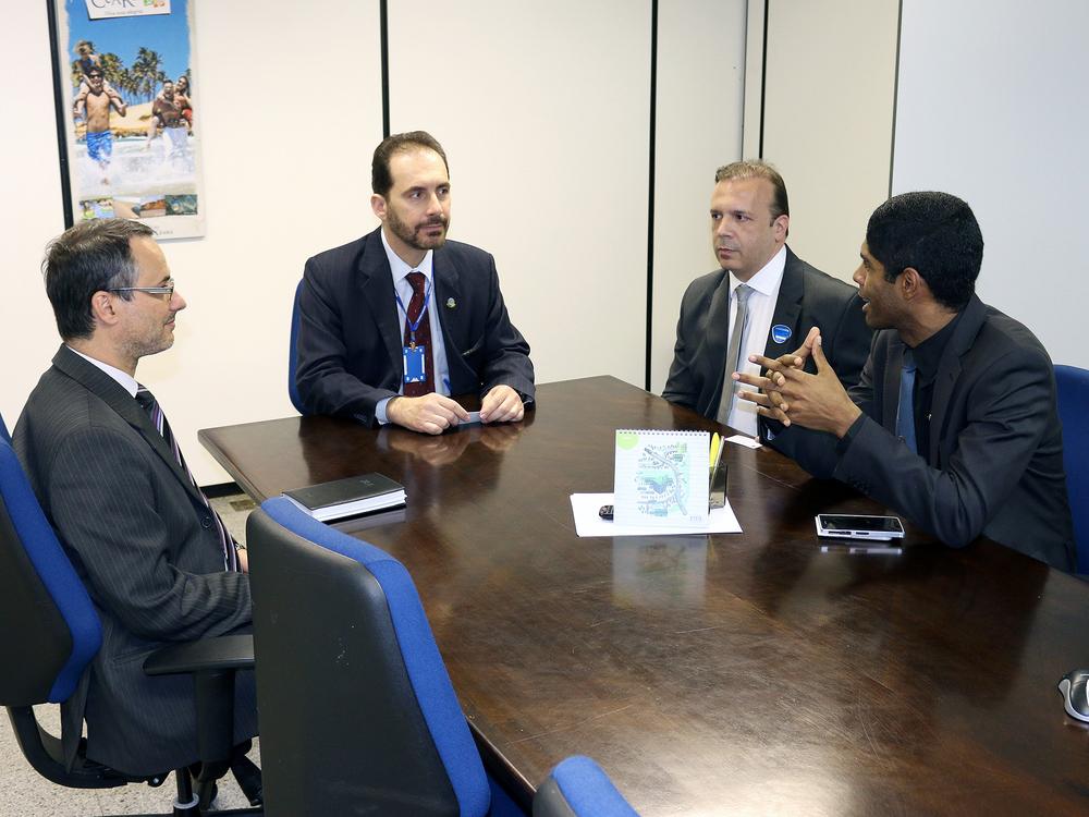 O Associado Jean Alves (esquerda) e o Diretor de Assuntos Profissionais da ANESP, Paulo Paiva, visitaram gabinetes de senadores.