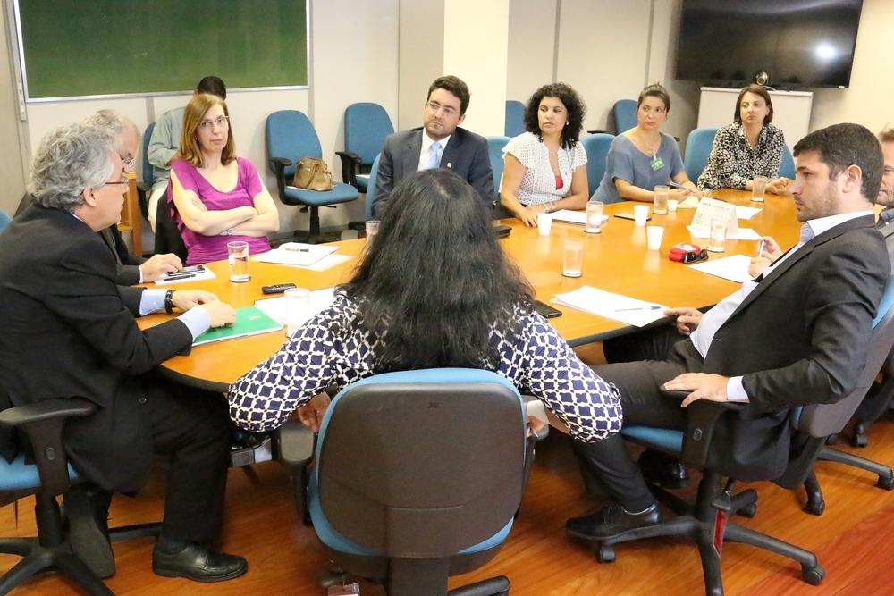 O Presidente da ANESP, Alex Canuto, a Vice-Presidente Ana Maria Mesquita, a Diretora Jurídica Patrícia Parra e demais lideranças do Ciclo de Gestão reunidos na SRT durante a Campanha Salarial.