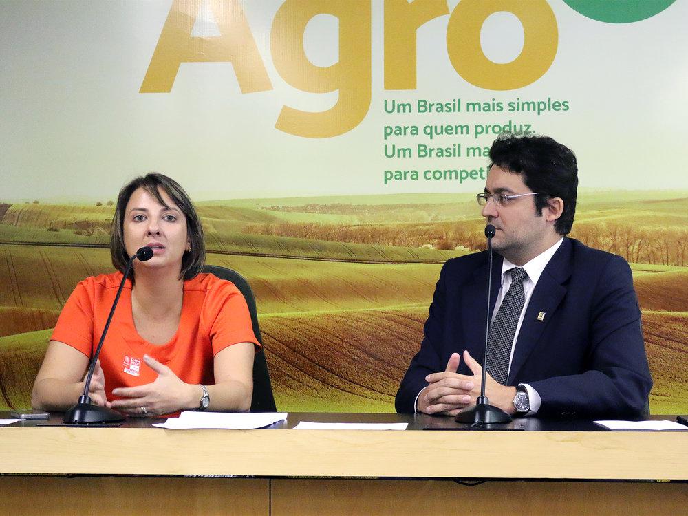 Patrícia Parra e Alex Canuto, durante AGE no auditório do MAPA. Foto: Filipe Calmon / ANESP