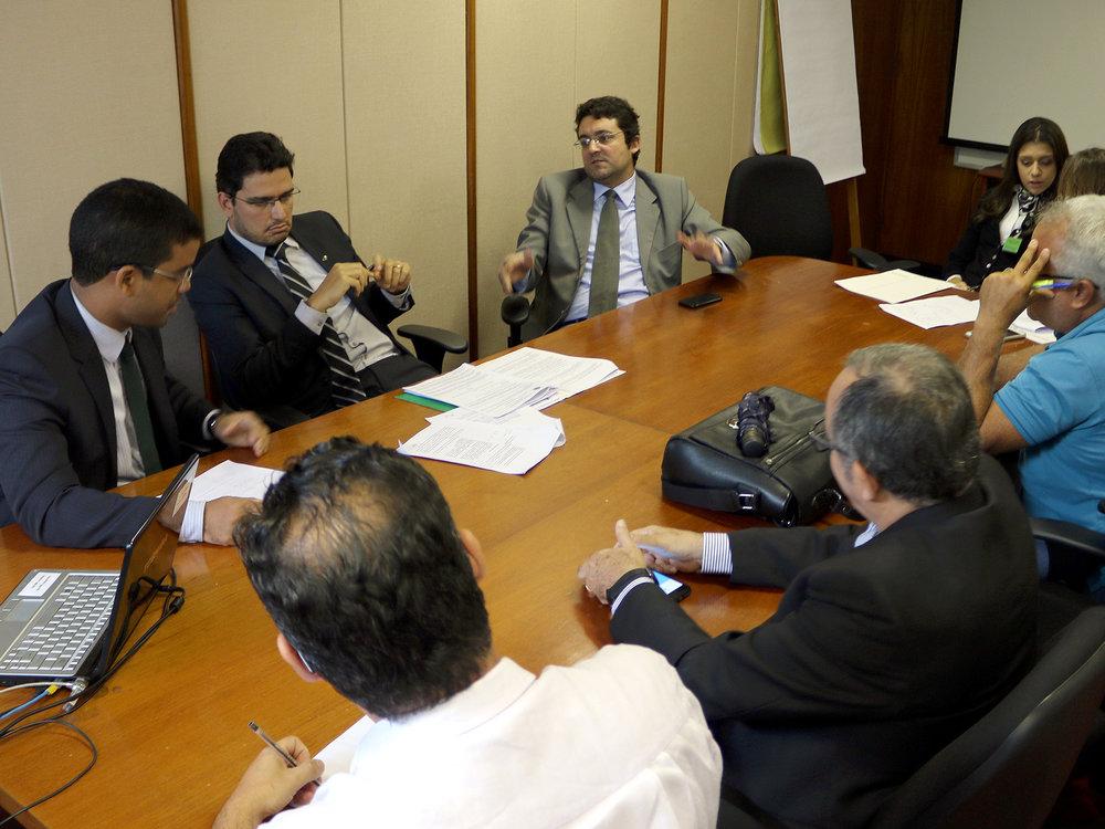Alex Canuto durante argumentação com o Presidente da CESP. Foto: Filipe Calmon / ANESP