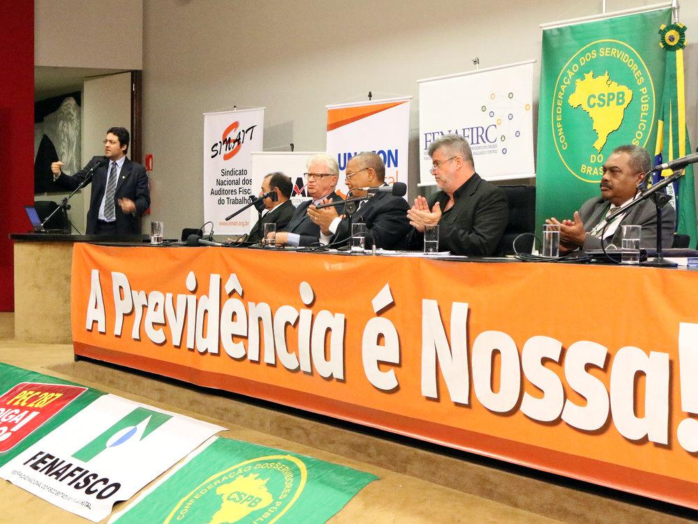 Alex Canuto durante discurso no ato público. Fotos: Filipe Calmon / ANESP