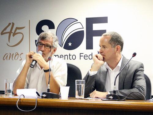 Paulo Kliass (esquerda) e Luis Henrique Paiva na primeira edição do debate sobre Previdência