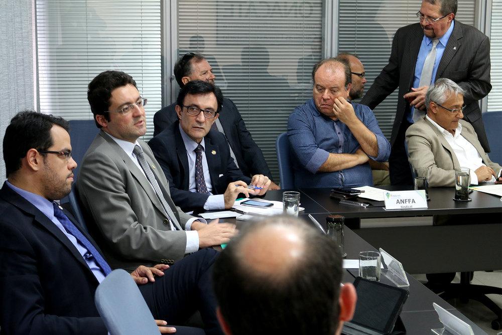 Presidente da ANESP, Alex Canuto, fala aos demais líderes do Fonacate.