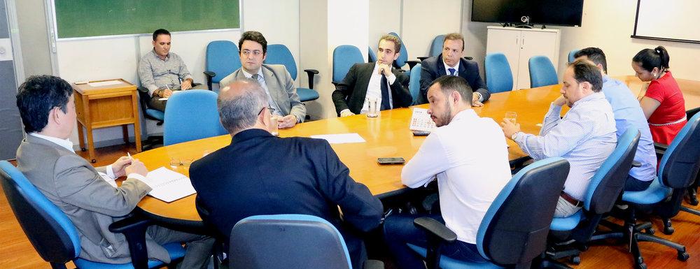 Representantes do Ciclo de Gestão reunidos com Secretário Augusto Chiba. Foto: Filipe Calmon / ANESP