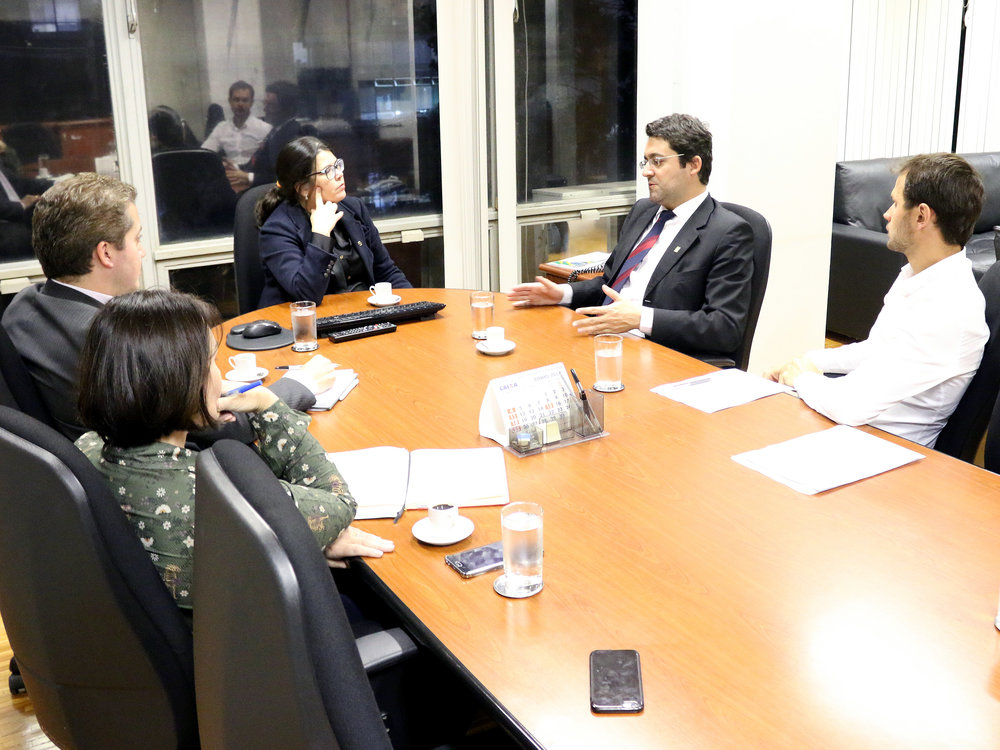 Aline Soares em diálogo com o Presidente da ANESP. Foto: Filipe Calmon / ANESP