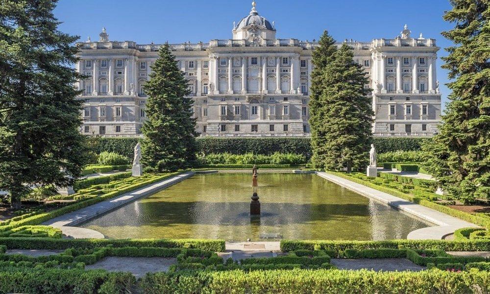 O  Palacio del Senado  é a sede do Senado da Espanha, a câmara alta das  Cortes Generales . Fica localizado na Plaza de la Marina, em Madrid. Foto: Musement
