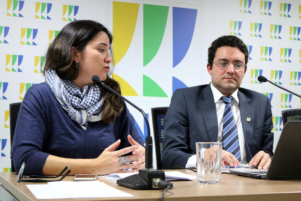Mariana Carvalho 2 - Debate Lei de Migração.jpg