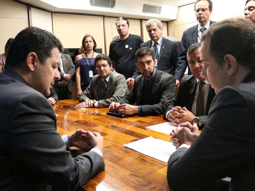 Reunião entre lideranças do Fonacate, com o Presidente da ANESP, Alex Canuto, ao centro, e o deputado Betinho Gomes, à esquerda. Foto: Filipe Calmon / ANESP