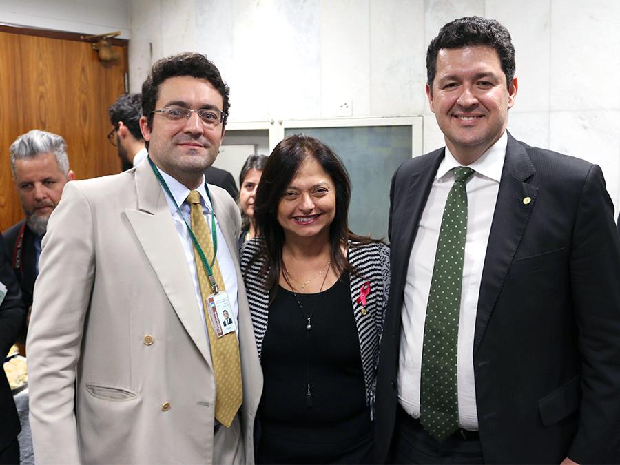 Alex Canuto, e os deputados Alice Portugal e Betinho Gomes.