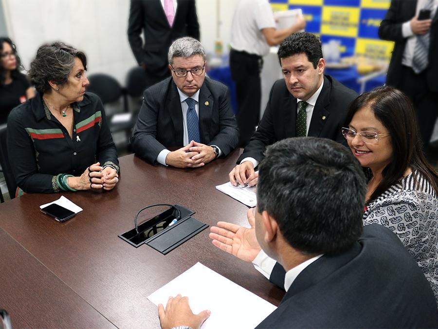 Deputada Erika Kokay, Senador Antonio Anastasia, Deputado Betinho Gomes e Deputada Alice Portugal.