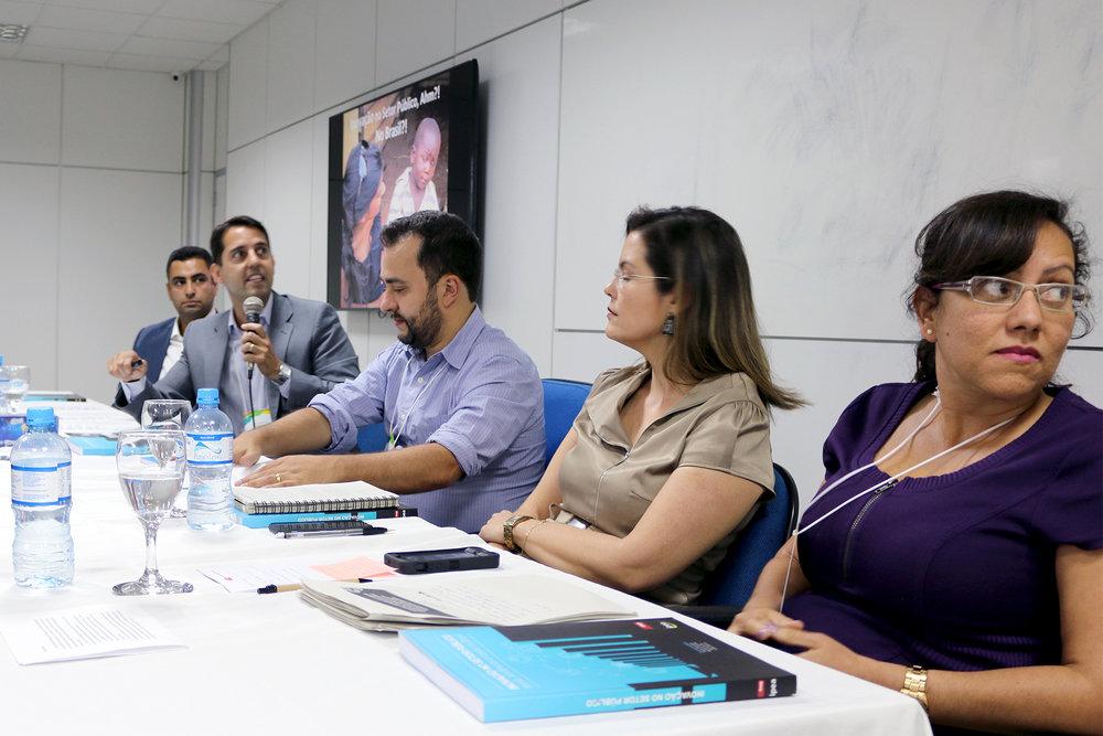 Em primeiro plano, Soraya Monteiro Brandão, EPPGG da 11ª Turma, co-autora do capítulo sete do livro.