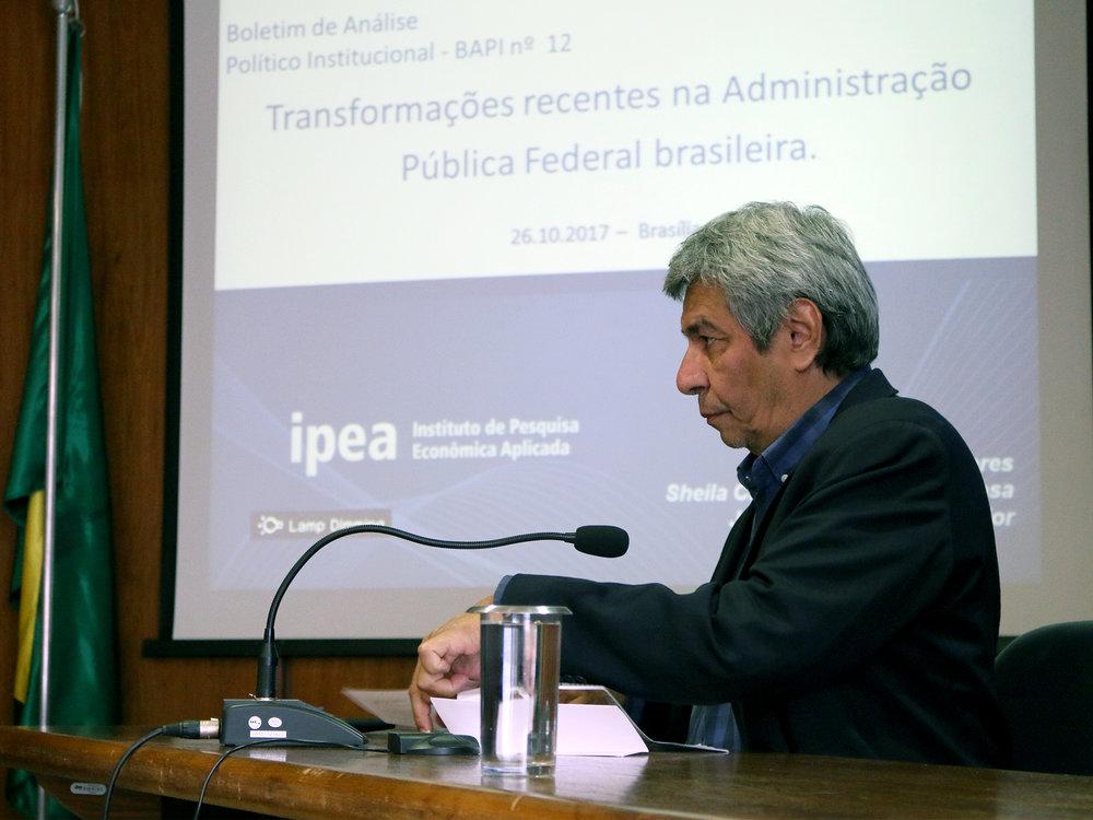 Professor Frederico Lustosa.