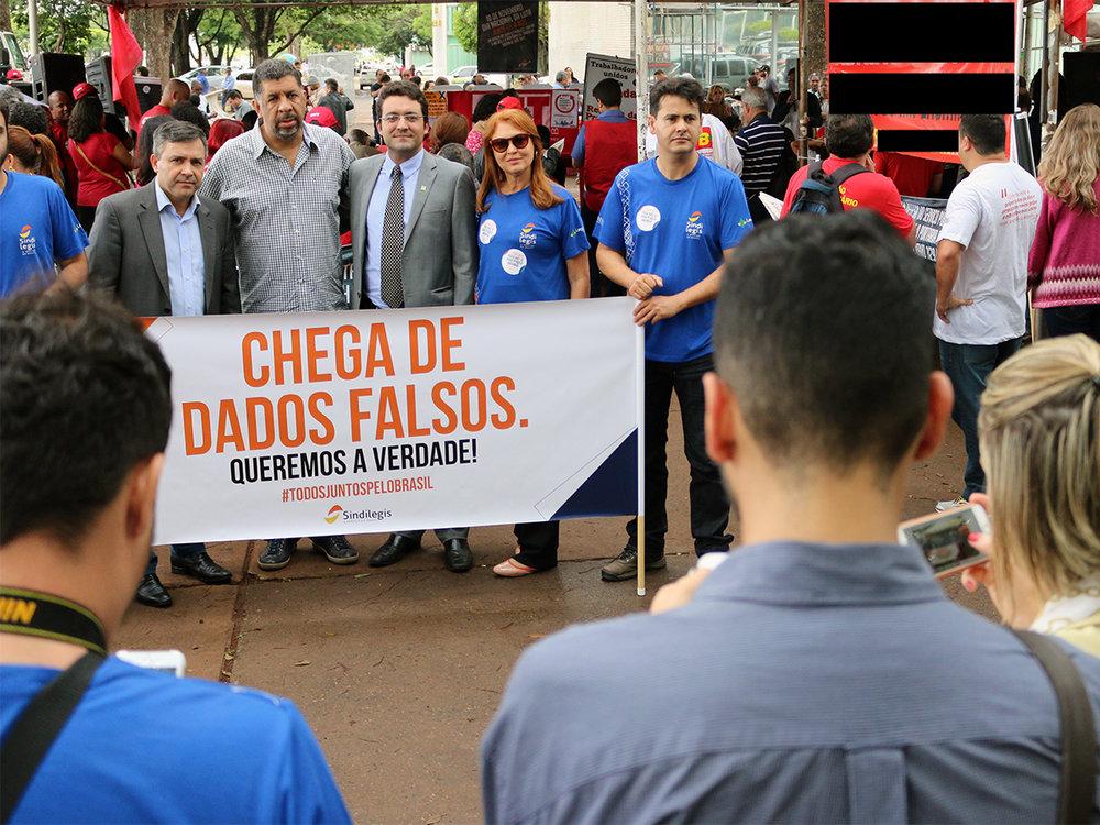Presidente da ANESP, ao centro, durante ato público realizado em Brasília. Foto: Filipe Calmon / ANESP