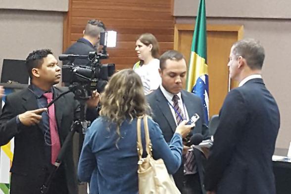 Vitarque concede entrevista após a premiação. Foto: Arquivo pessoal