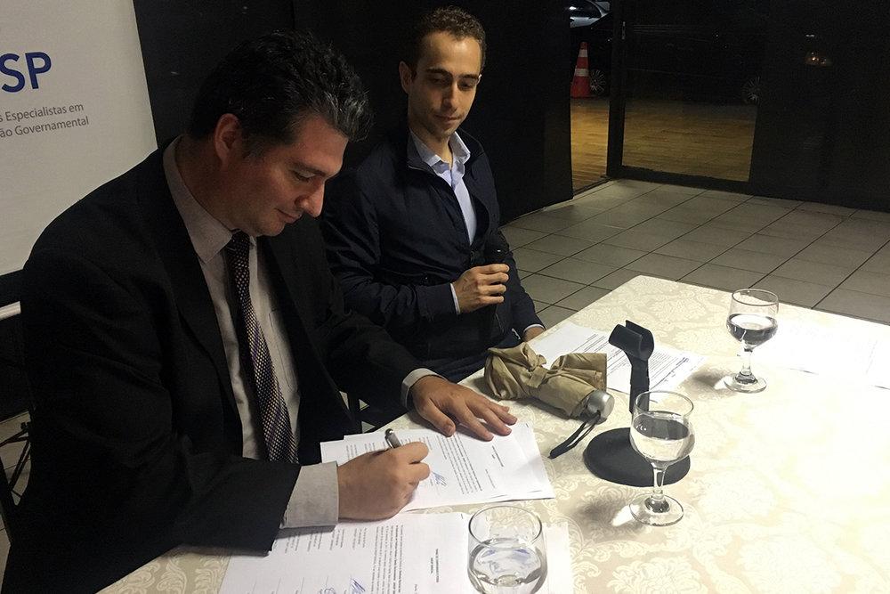 Gustavo Camilo assina termo de posse como Vice-Presidente de Administração, Estudos e Pesquisas