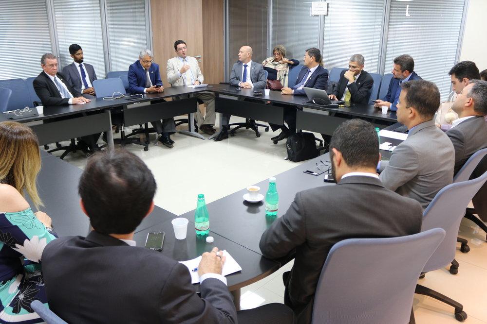 Alex Canuto, de terno claro, é Presidente da ANESP. Foto: Filipe Calmon / ANESP