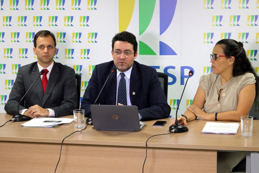 Presidente Alex Canuto mediou os debates. Fotos: Filipe Calmon / ANESP