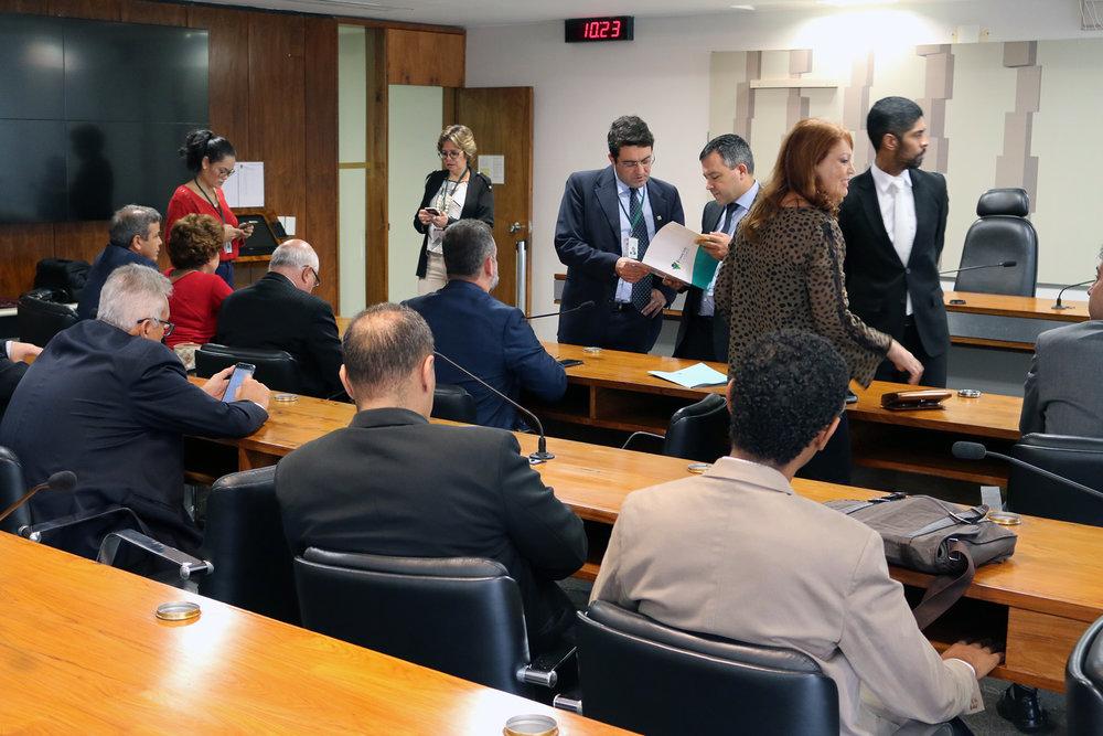 Presidente Alex Canuto e lideranças do Fonacate em reunião sobre o PLS 395 no Senado Federal. Fotos: Filipe Calmon / ANESP