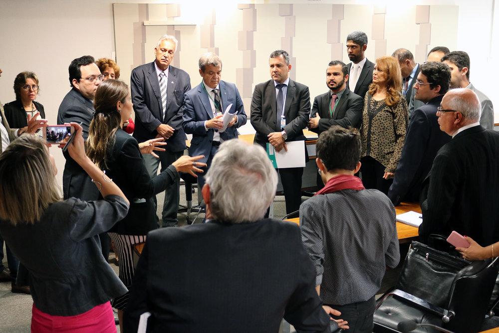 Lideranças do Fonacate durante argumentação com assessores dos senadores envolvidos no PLS 395. Foto: Filipe Calmon / ANESP