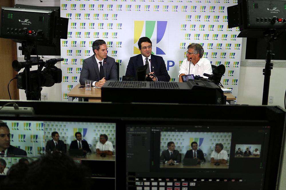 Presidente Alex Canuto media os debates. Fotos: Filipe Calmon / ANESP