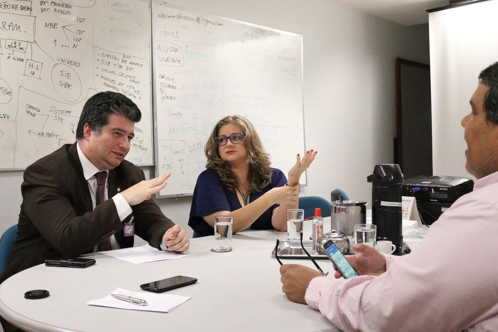 Presidente Gustavo Camilo e a Vice-Presidente Aline Mac Cord em conversa com o Coordenador-Geral Tito Fróes. Foto: Filipe Calmon / ANESP