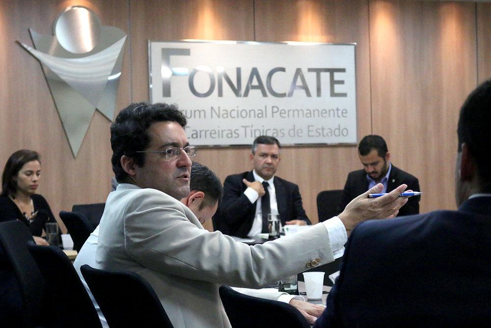 Presidente Alex Canuto durante assembleia do Fonacate. Foto: Filipe Calmon / ANESP