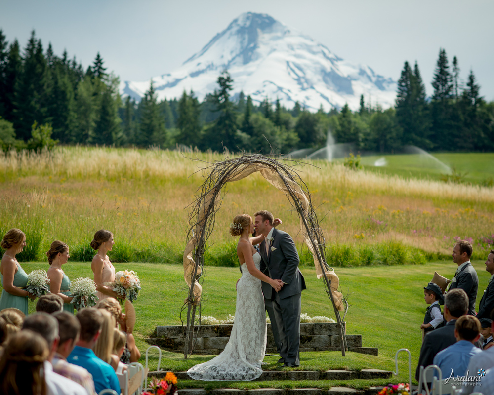 Mt_Hood_Bed_and_Breakfast_Wedding0012.jpg