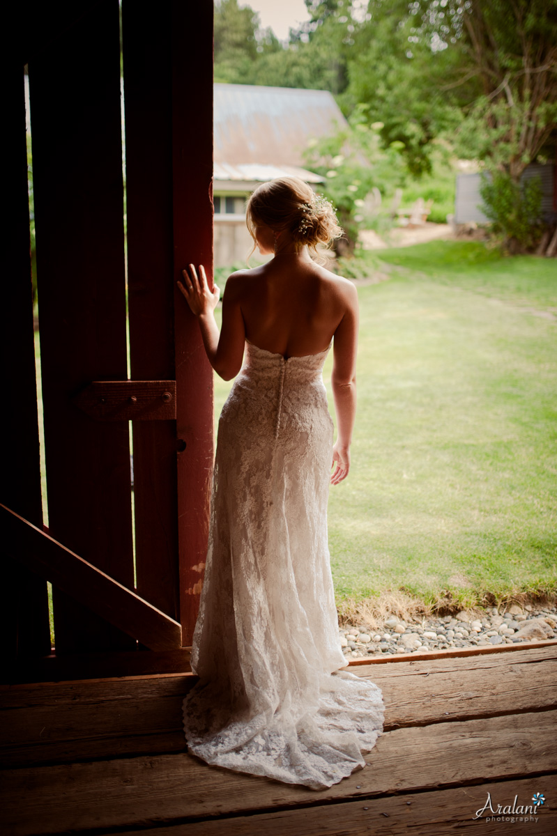 Bride Wedding Barn Portrait - Aralani Photography - Ara Roselani