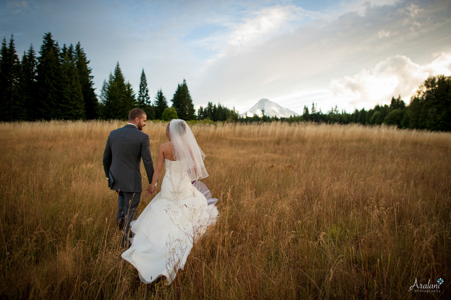 Mt_Hood_Bed_and_Breakfast_Wedding_AD_01.jpg