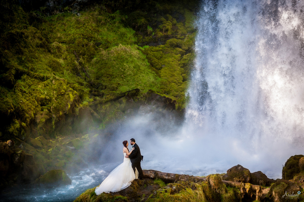 Sahalie Falls Waterfall Wedding - Aralani Photography