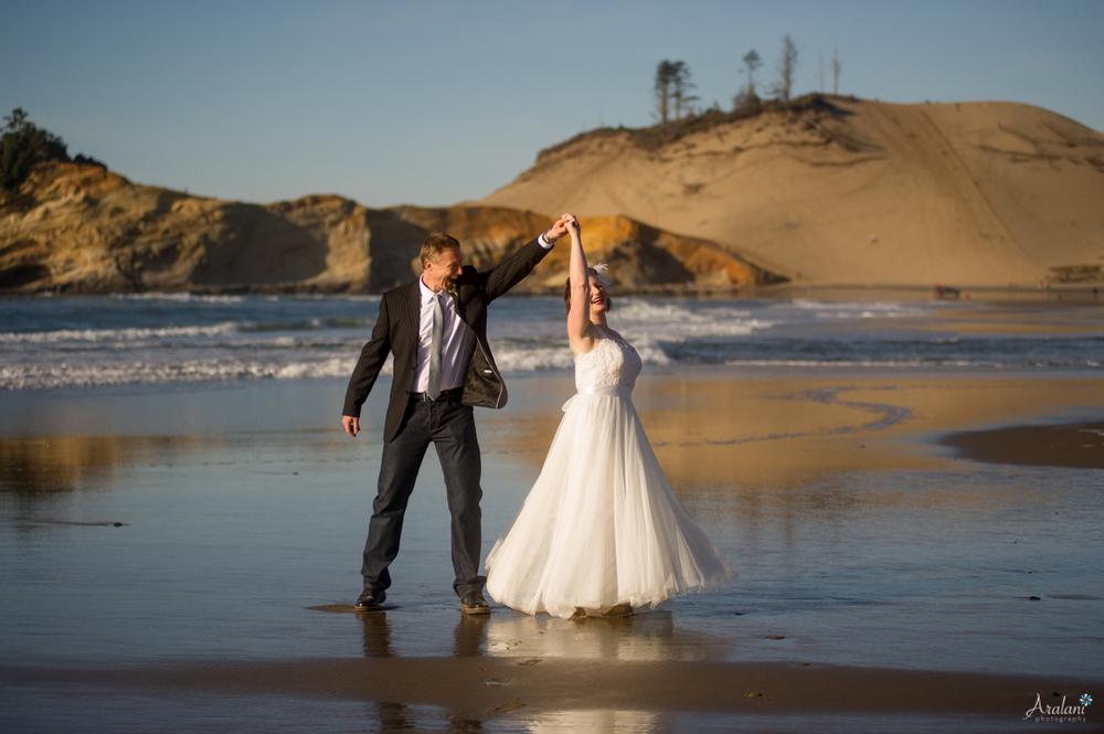 Cape_Kiwanda_Tiny_Wedding017.jpg