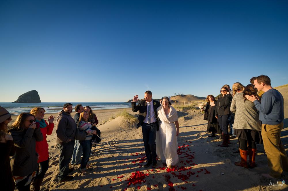 Cape_Kiwanda_Tiny_Wedding032.jpg