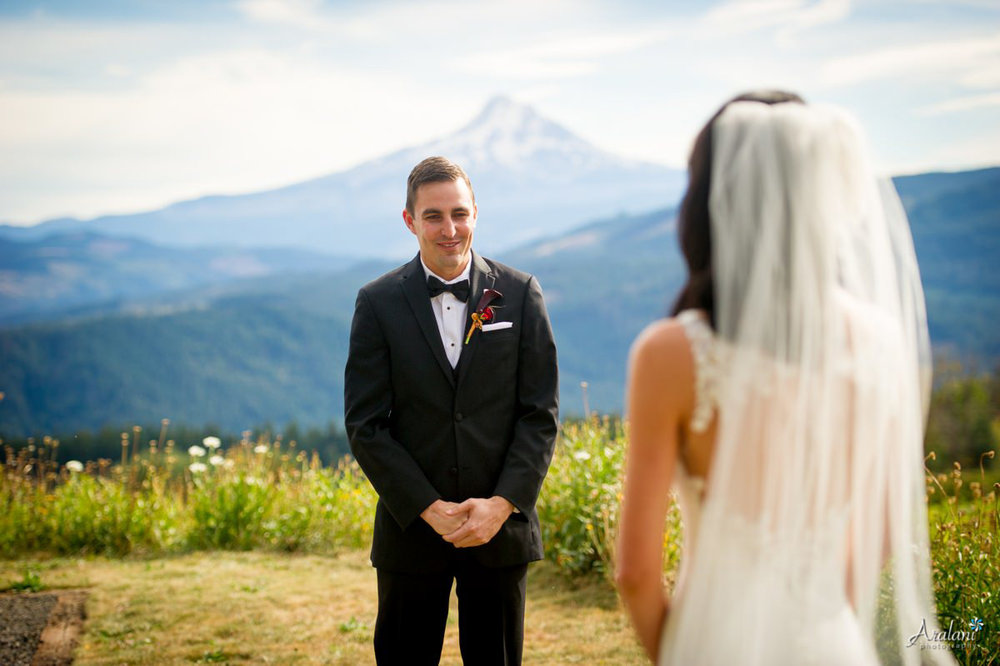 Gorge_Crest_Vineyard_Wedding014.jpg