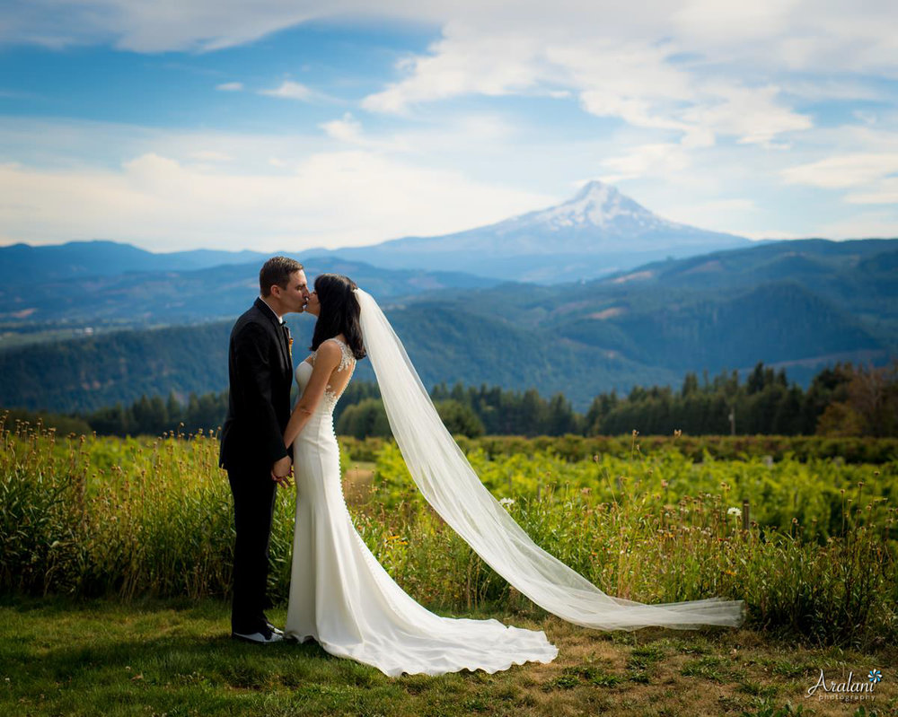 Gorge_Crest_Vineyard_Wedding016.jpg