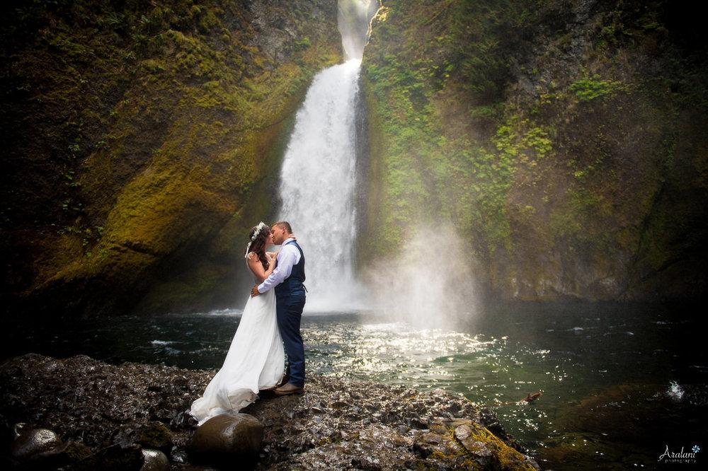 Wahclella_Falls_Wedding0018.jpg