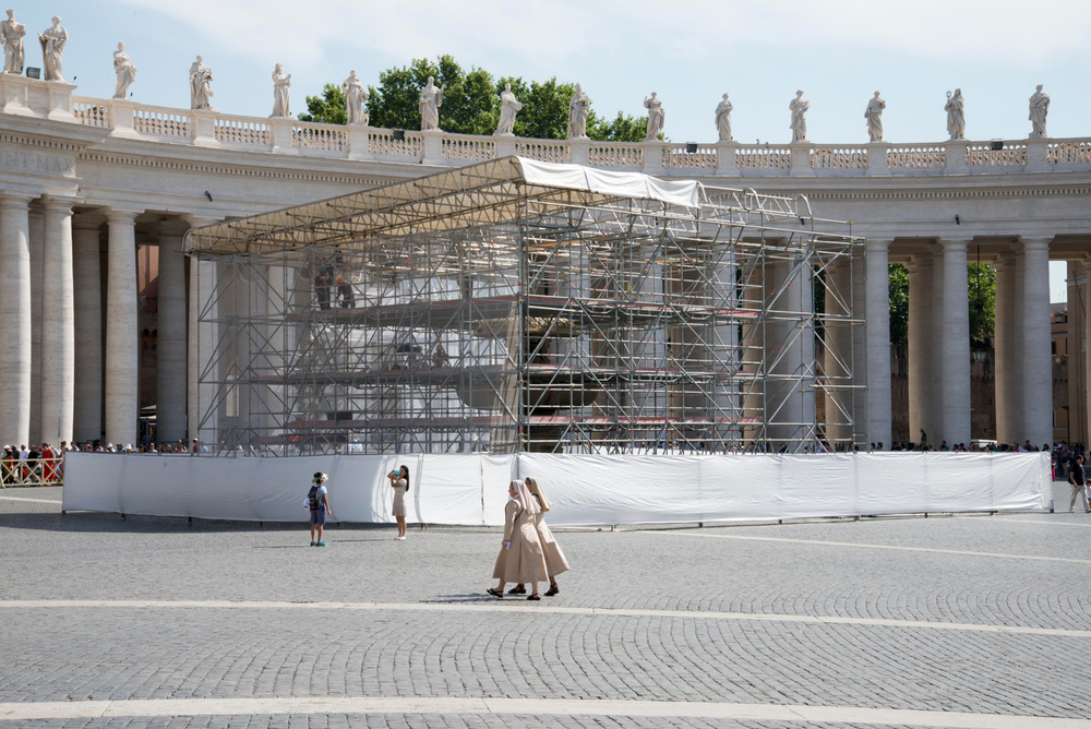 Nuns, St. Peters Square