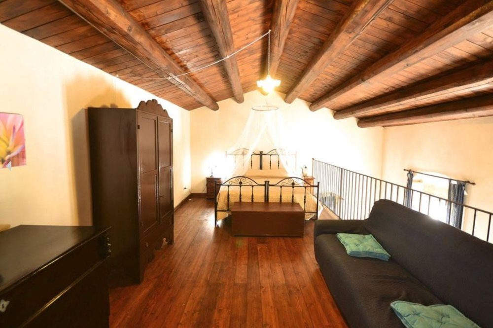 Single Bed in Shared Twin Room  $1625 • These charming rooms come with two twin beds dressed in crisp, fine linens, stunning vintage wood furniture, and a shared bathroom.
